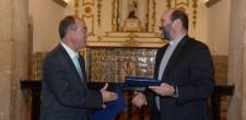 presidente da Câmara, Carlos Carreiras, com Nuno Coelho, Pároco de Cascais