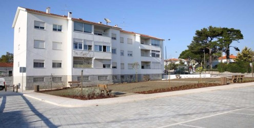 Novo parque de estacionamento e jardim no Bairro Marechal Carmona