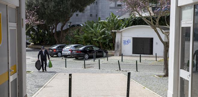 Praça de acesso às Grutas do ...