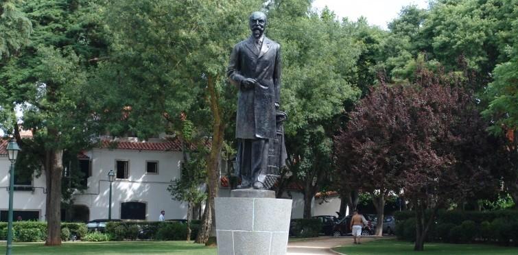 Monumento a Jaime Artur da Costa Pinto, de António Duarte e Filipe Nobre Figueiredo   Cascais