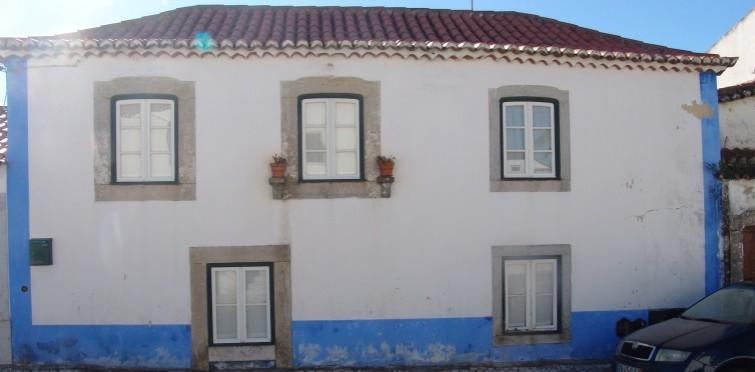 Casa popular de dois pisos | Alcabideche