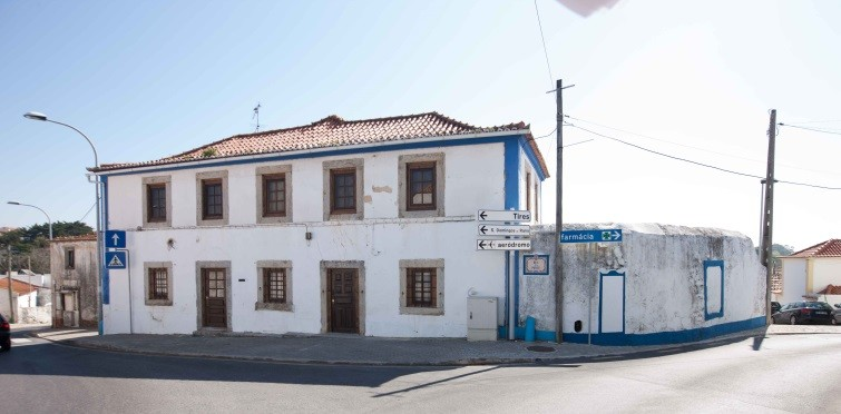 Casa popular de dois pisos | Manique