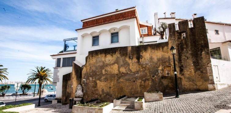 Troço da antiga muralha do Castelo de Cascais