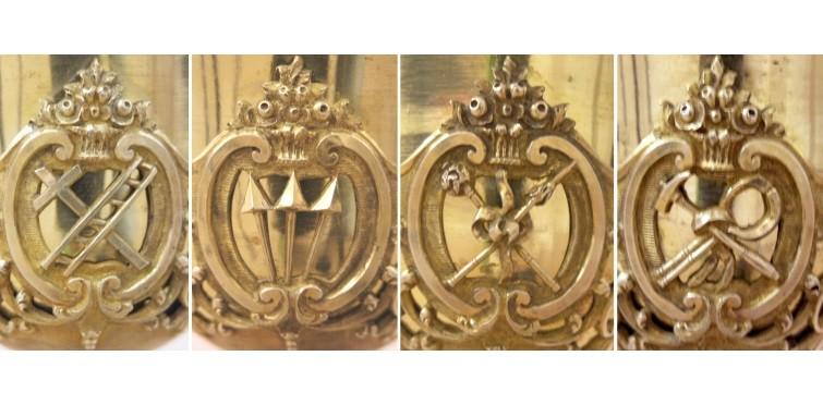 Arma Christi: símbolos da Paixão de Cristo, inscritos nas cartelas ovaladas da copa