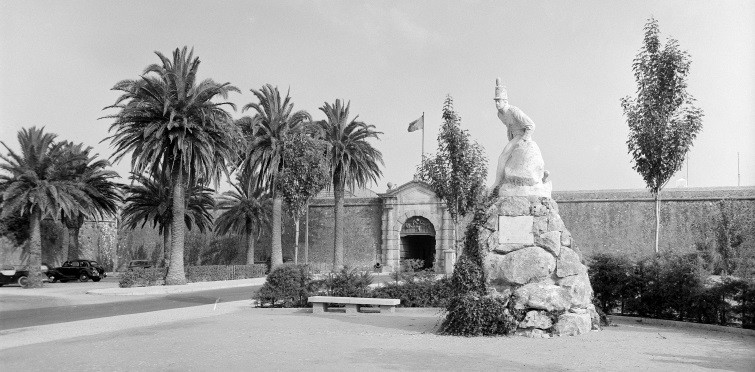Monumento ao Regimento de Infantaria 19, junto à Cidadela | Cascais, meados do século XX