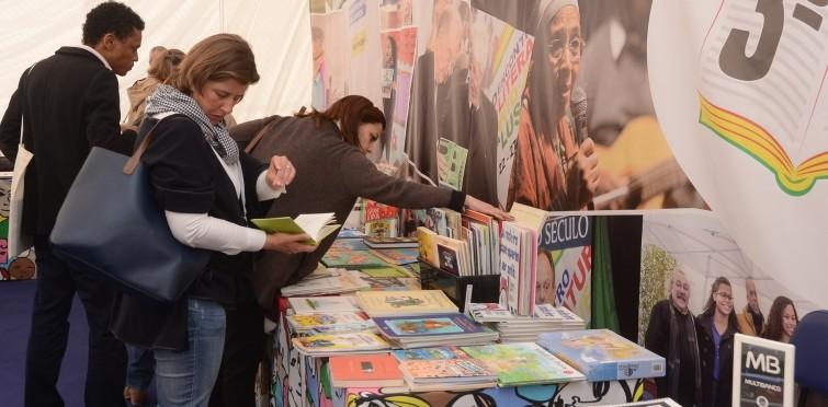 """Feira do Livro dedicada à infância e juventude, na Fundação """"O Século"""""""
