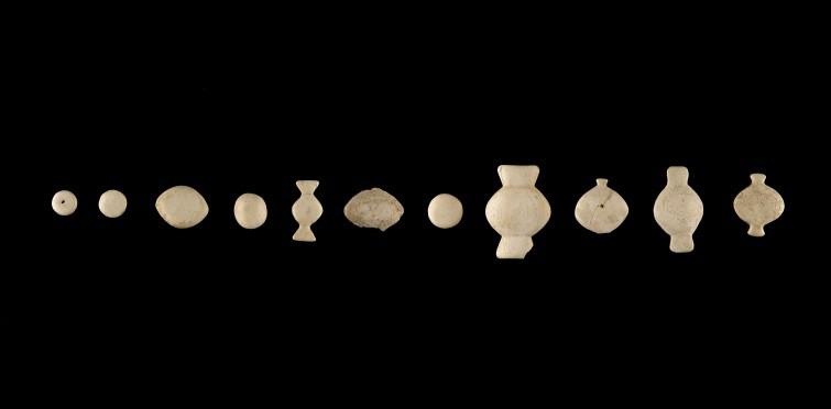 Conjunto de botões de osso polido | Gruta I de S. Pedro do Estoril