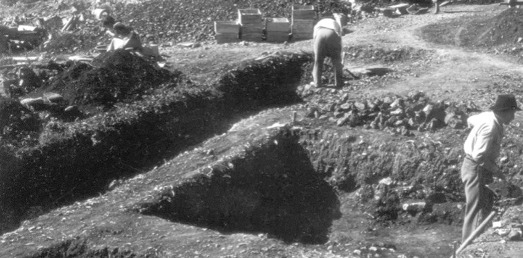 Aspeto dos trabalhos arqueológicos de 1956