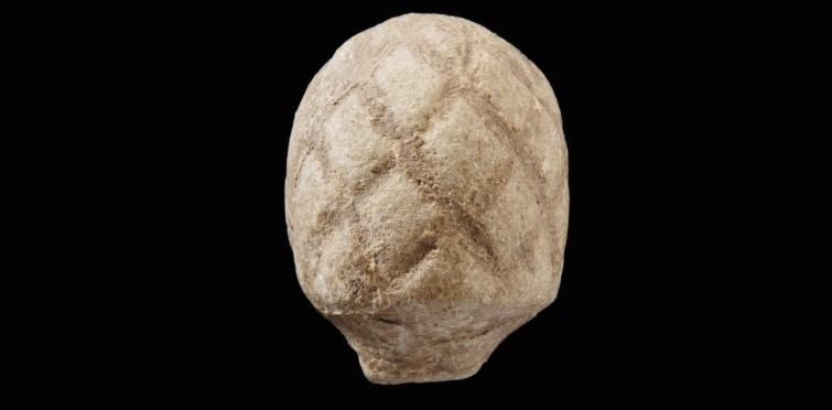 Ídolo pinha de calcário | Gruta IV de Alapraia