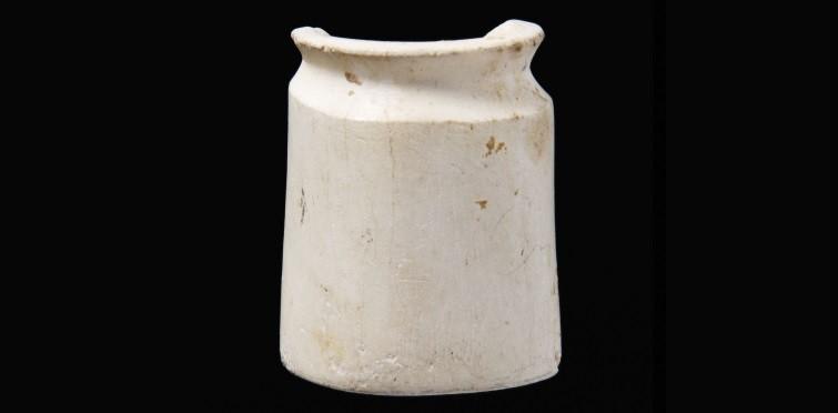 Pequeno recipiente de osso polido. Grutas do Poço Velho. Nº Inv. PV.141