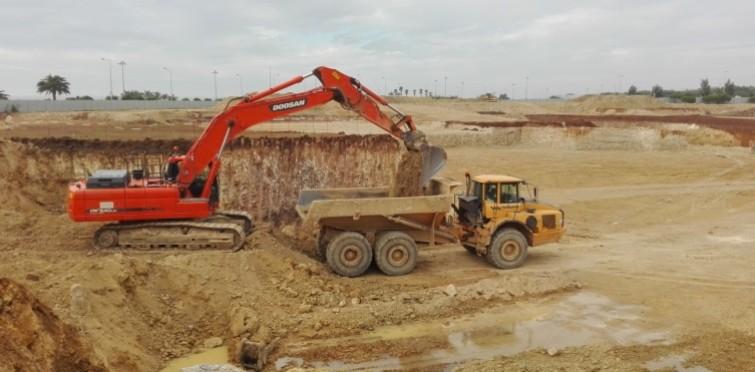 Trabalhos de escavação do terreno para a abertura das fundações (Dez.2016)
