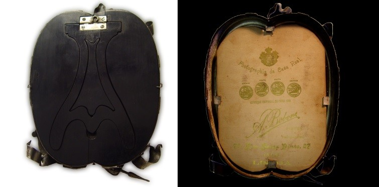 Vista posterior da moldura. No interior cartão fotográfico com timbre Augusto Bobone