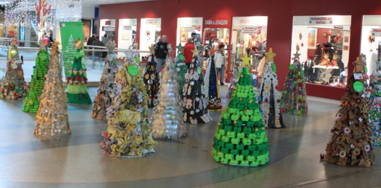 Exposição Eco Natal Incentiva Decoração Com Materiais Reaproveitados