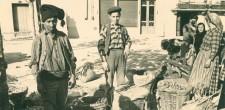 Vendedores no mercado saloio de Cascais, c. 1940