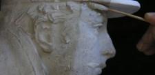 Limpeza de modelo de gesso do Monumento ao Regimento de Infantaria 19