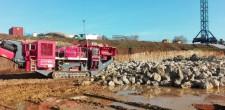 Rocha retirada das escavações que será utilizada em obra (Dez.2016)