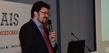 """Miguel Pereira Lopes, professor e coordenador da Unidade de Gestão de Recursos Humanos do ISCSP/Universidade de Lisboa, numa intervenção sobre """"Empregabilidade como Desafio""""."""